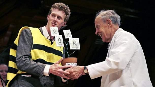 Ученый подставлял пчелам очень разные места