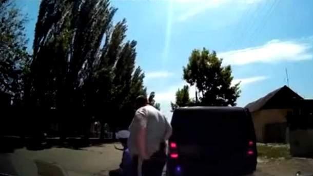 Кадр зі сандального відео