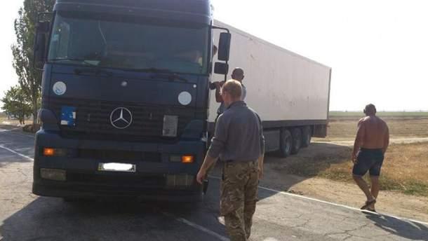 Фура на адмінкордоні з Кримом