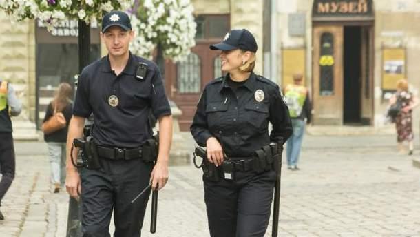 Полицейские патрулируют улицы Львова