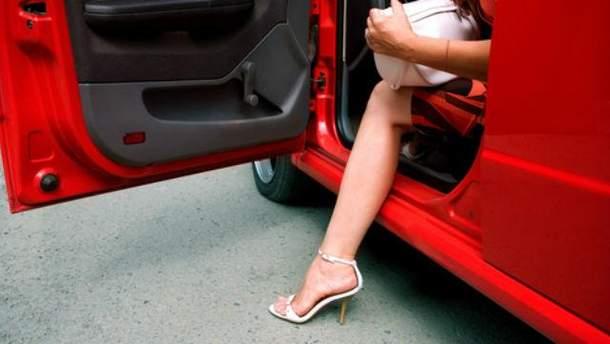 Жінка в авто