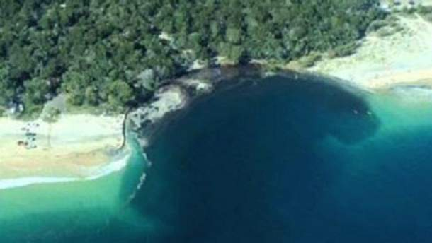 Гигантская пропасть на пляже в Австралии