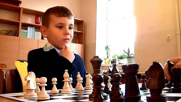 Львівські школярі грають в шахи