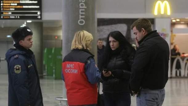 МНС Росії зустрічає родичів загиблих в аеропорту Санкт-Петербурга
