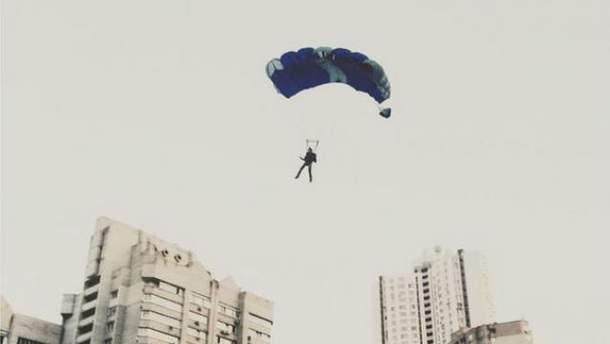 Сорвиголова из Киева прыгнул с крыши 25-го этажа