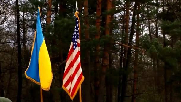 Прапори України та США