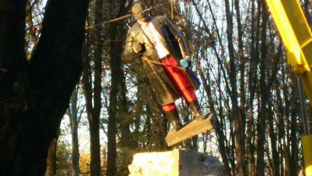 Снос Ленина в Волновахе