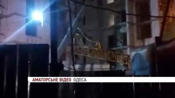 В Одессе упал строительный кран