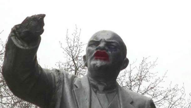 Ленін з червоними губами