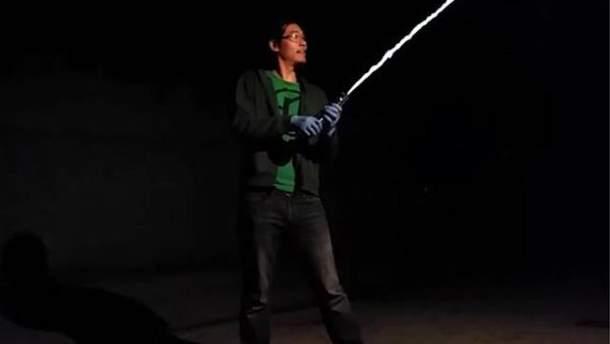 """Аллен Пен створив меч із """"Зоряних воєн"""""""