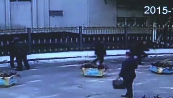 Опубликовано резонансное видео, как СБУшники напали на журналистов