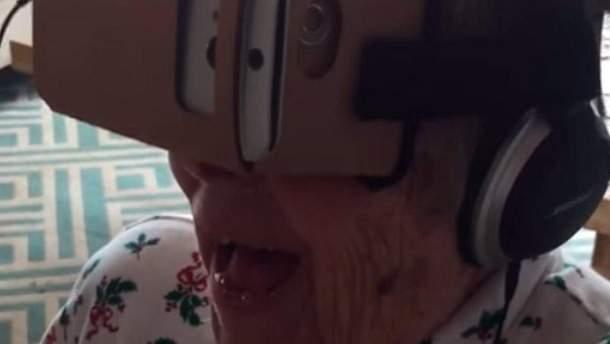 Бабуся і віртуальна реальність
