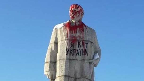 Ленина в Лисичанске украсили к праздникам