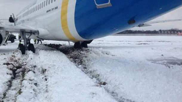 Літак здійснить аварійну посадку