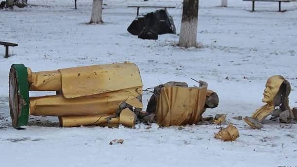 Розбитий пам'ятник Леніну (ілюстрація)