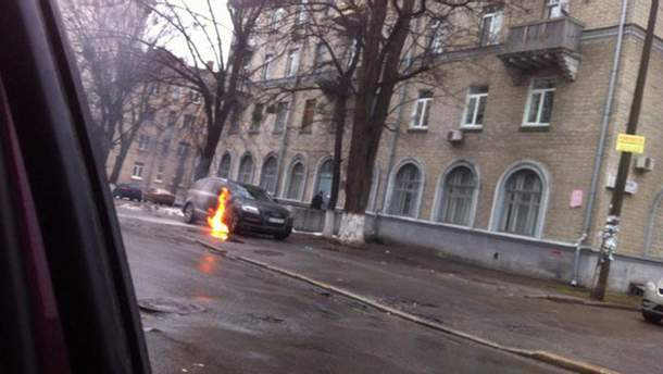 Взрыв возле суда
