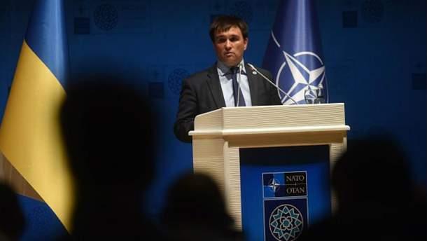 Клімкін у Мюнхені показав  докази, як Росія перекидає зброю на Донбас. Лавров його проігнорував