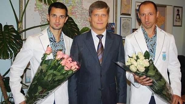 Евгений Головин (посередине)