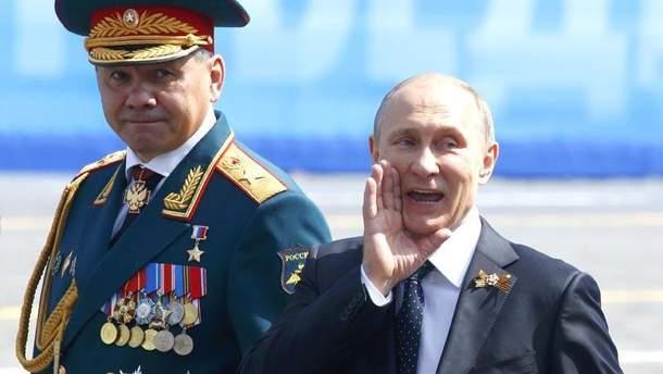 """Владимир Путин """"руководит"""" парадом Победы"""
