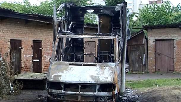 Спалений автомобіль волонтера у Вінниці
