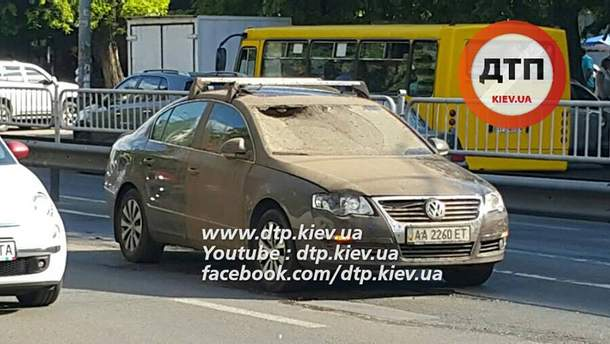 Потік бруду пошкодив автомобіль