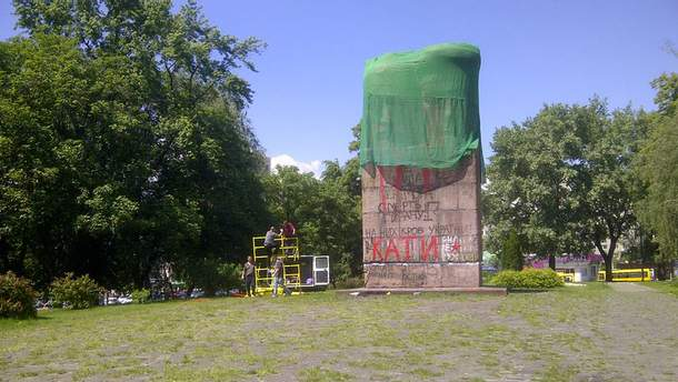 Подготовка к демонтажу памятника чекистам в Киеве