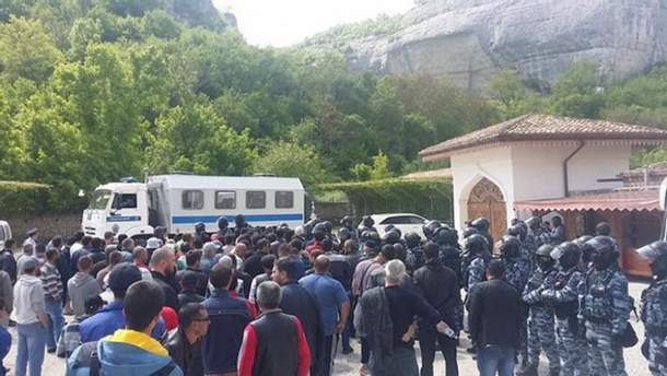 Тривають обшуки кримських татар