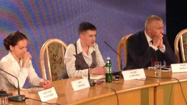 Эмоциональная Надежда Савченко на первой пресс-конференции в Украине
