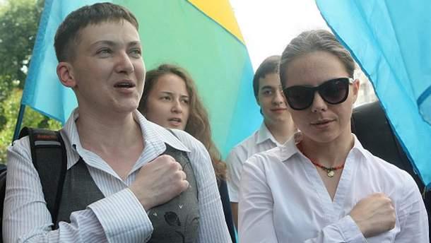 Решительная Надежда Савченко (слева) вместе с сестрой Верой