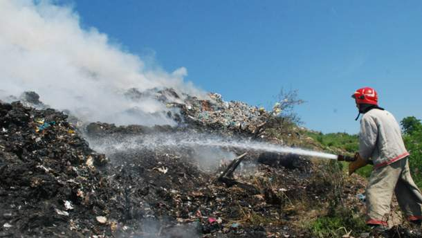 Огромный пожар на свалке под Львовом