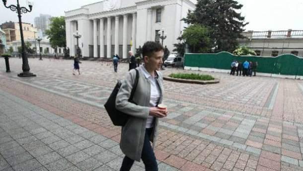 В свой первый рабочий день Савченко пришла на работу раньше