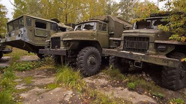 Військові вантажівки