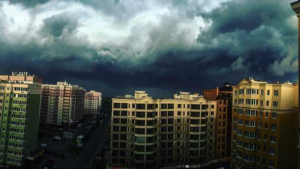 Грозові хмари в Києві