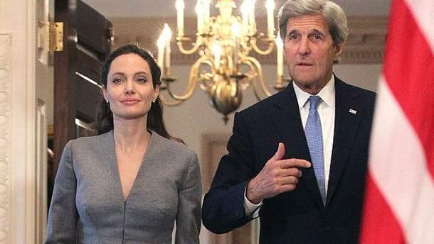 Джолі зустрілась з Джоном Керрі