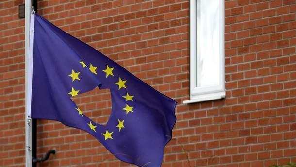 Прапор ЄС з діркою посередині