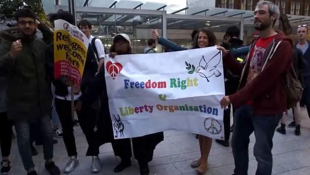 Люди протестують у Лондоні