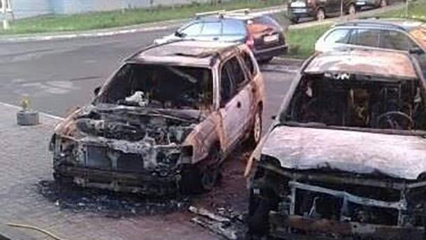 У Києві згоріли два авто