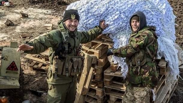 Украинские бойцы на позициях в зоне АТО