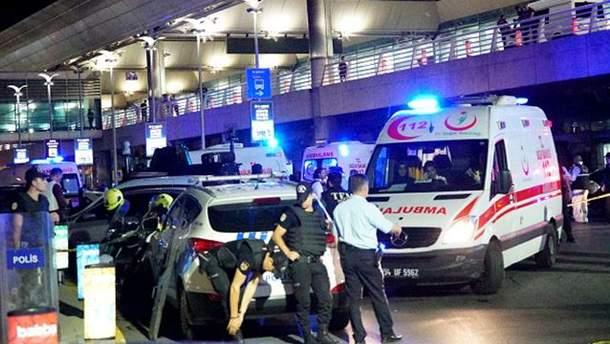 """""""Скорая"""" возле аэропорта в Стамбуле"""