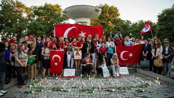 По всьому світу вшановують пам'ять жертв теракту в аеропорту Стамбула