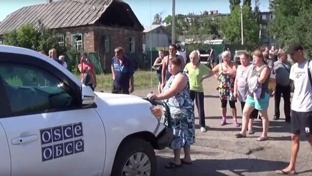 Жителі Горлівки заблокували машину ОБСЄ