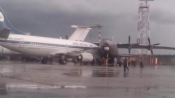 Два самолета столкнулись в аэропорту в Минске