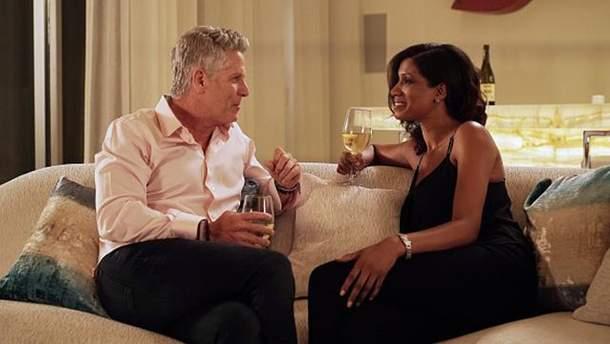 Пара п'є вино