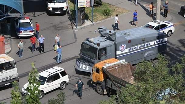 У Єревані захопили будівлю поліції