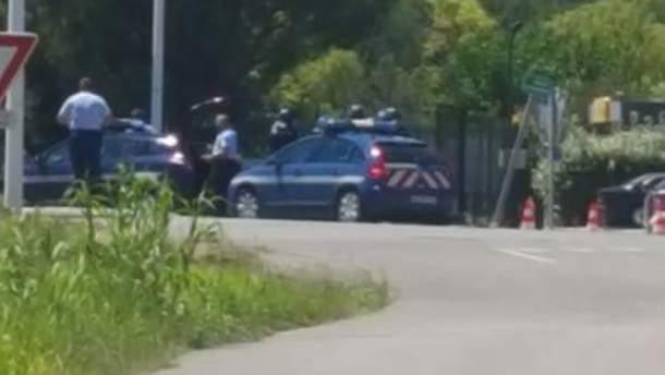 Полиция окружила отель