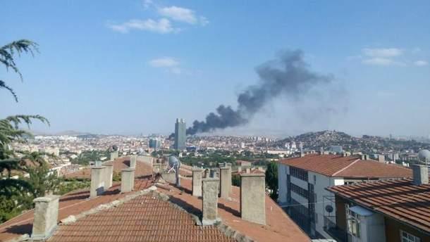 Столб черного дыма над Анкарой