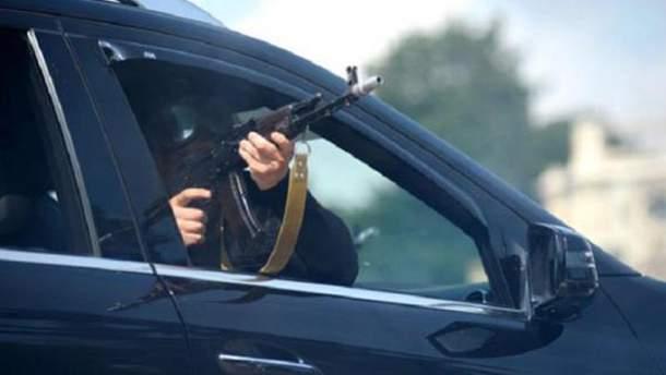 У стрілянині беруть участь Toyota Land Cruiser і BMW X5