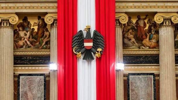 Австрійський прапор і герб