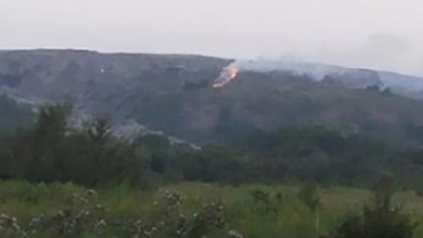 Пламя охватило площадь 150 м²