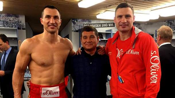 Олександр Онищенко з братами Кличками